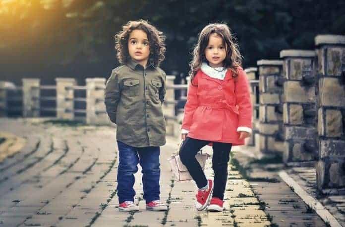 Как да изберем качествени детски дрехи